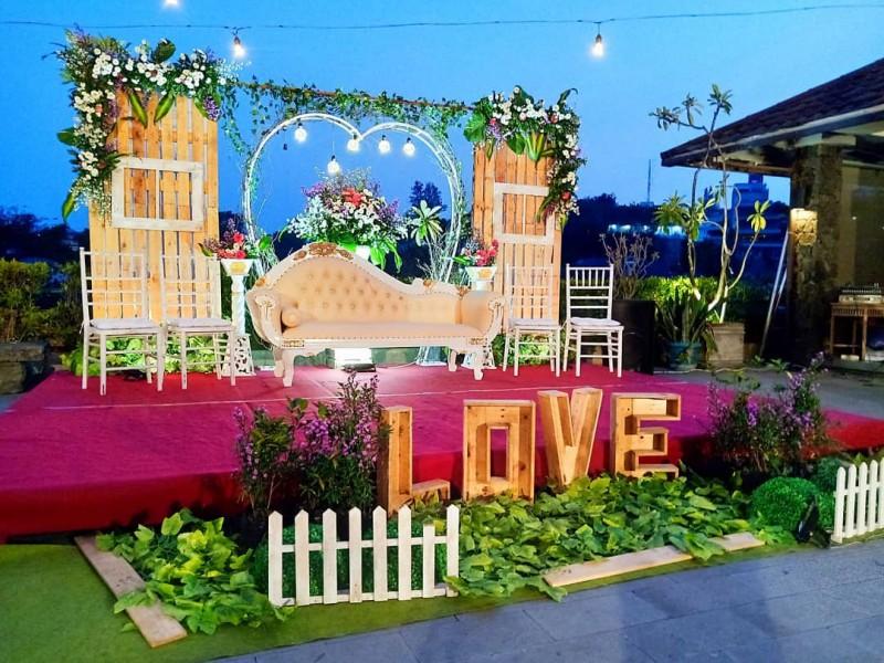 Dekorasi Pernikahan Rustic Outdoor Semarang Wedding Epri